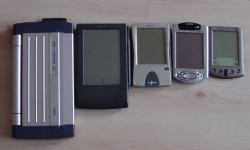 nec vs Newton MP100, Phillips Nino 300, Compaq iPaq 3850 i Palm V